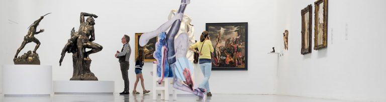 Bezoekers in M Leuven, collectiepresentatie 'De Taal van het Lichaam' © M Leuven | Jasper Jacobs